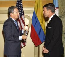 President Álvaro Uribe (L) and Director Richard Downie (R)